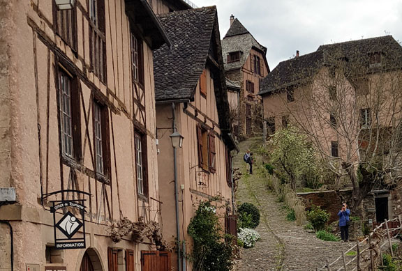 Jour 9 – Entraygues-sur-Truyère (Golinhac) > Conques